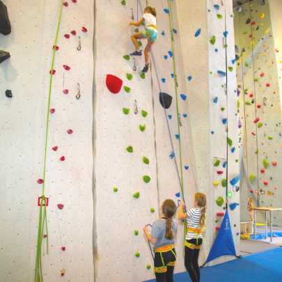 Rochester MN Guide to Birthday Parties & Celebrations- Roca Climbing & Fitness | Rochester MN Moms Blog